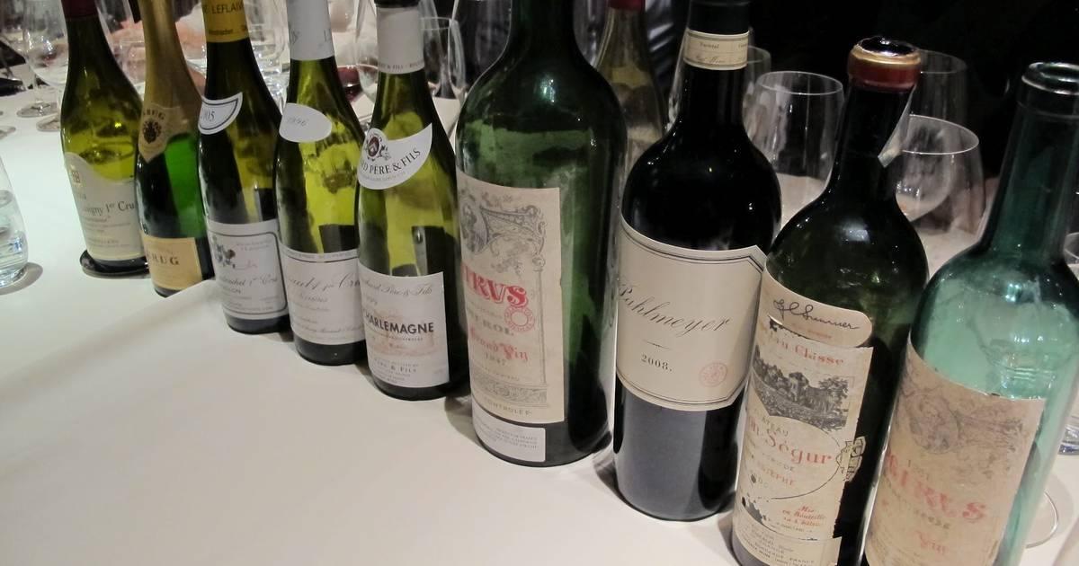 Старик подмешивает в вино фото 315-143